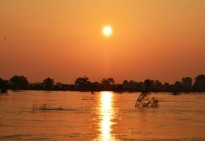 sunrise-over-mekong-river